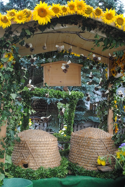 Bienenkörbe-Blumenkorso